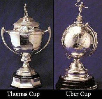 Los trofeos de la Thomas y la Uber Cup de bádminton